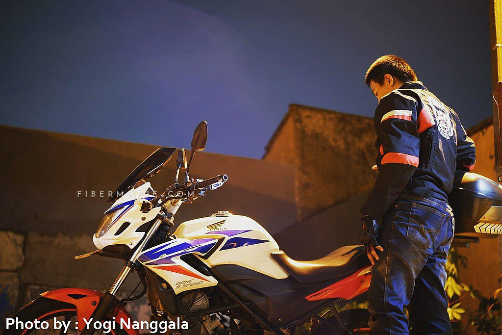 [Terpasang] Cover Headlamp Old CB150R White with Red Blue Lis