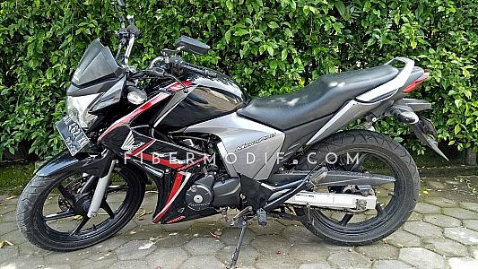 [Terpasang] Sayap Mega Pro Black Gloss Red Strip